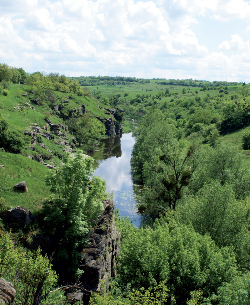 Букский каньон простирается на 2,5 км в длину и имеет ширину 80 м (Фото: Дмитрий Раш, Сергей Сениок)