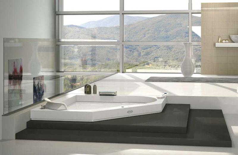 AURA предложила очередной концепт ванной комнаты, расположив оборудование на подиуме у просторного окна.
