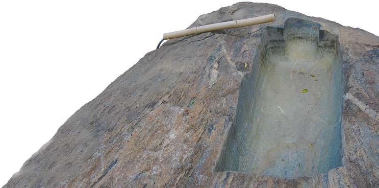 Ванна відолбленная из камня