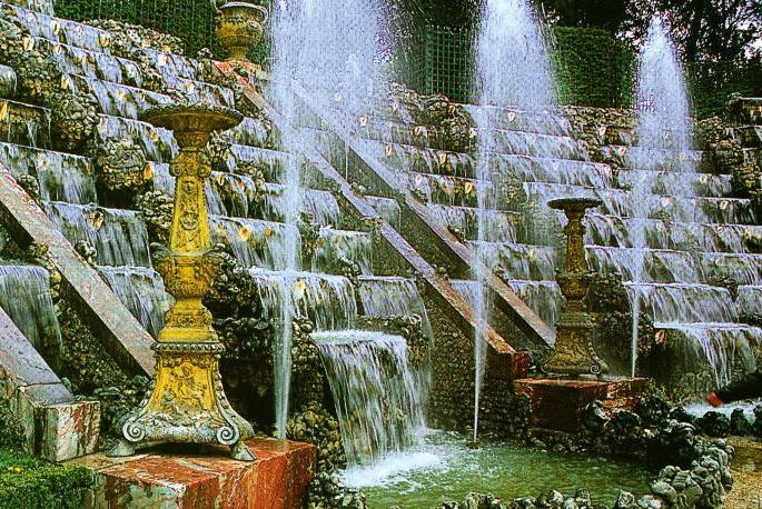 Фонтаны в барочных садах— аллегория на античные сюжеты в обрамлении струящейся воды (Все фото: Richard Roudaut. Le Notre. — Paris: Parangon, 2000.)