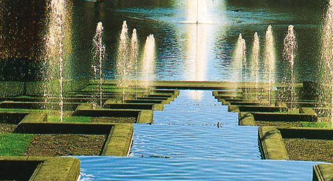 В былые времена созерцать фонтан в действии можно было лишь в праздники