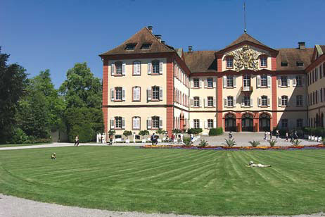 Замок в парке Майнау