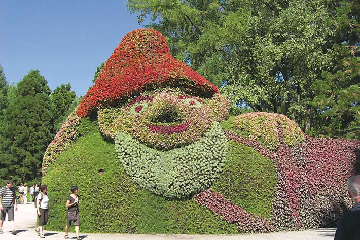 Композиции из цветов в парке Майнау