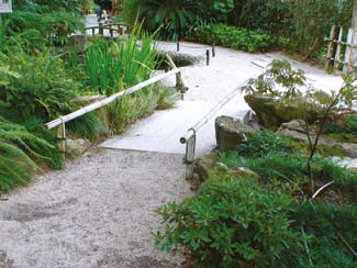 Мост в саде Беатрис Эфрусси де Ротшильд