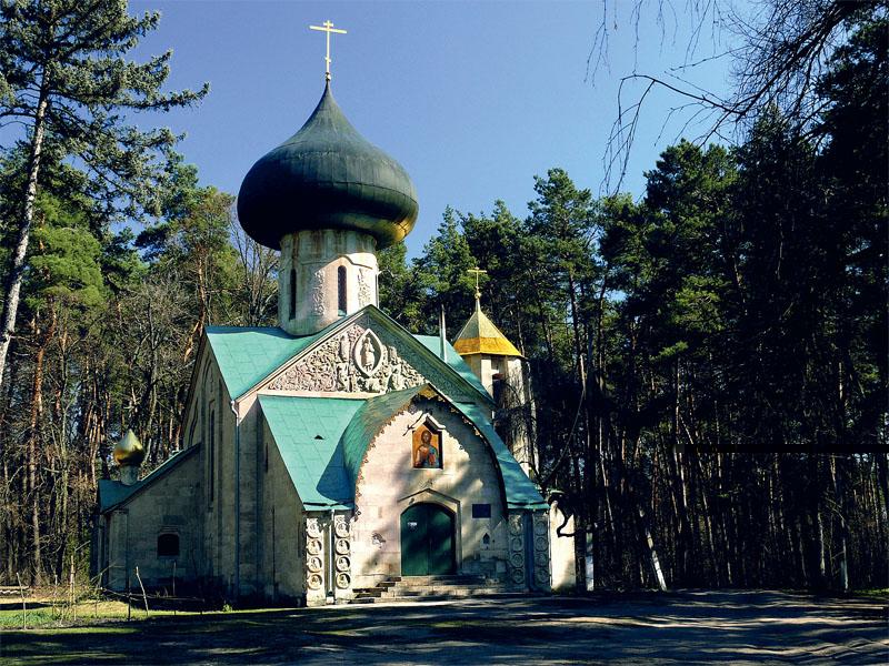 По замыслу хозяина усадьбы, церковь должна была стать и музеем для его уникальной коллекции старинных икон