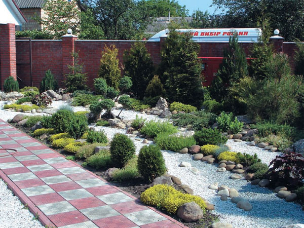 Сымитировать воду можно в любом месте сада любого стиля