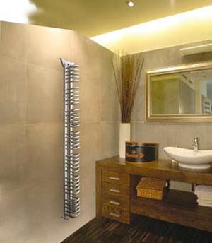 Комбинированный полотенцесушитель совмещает в себе преимущества водяного и электрического