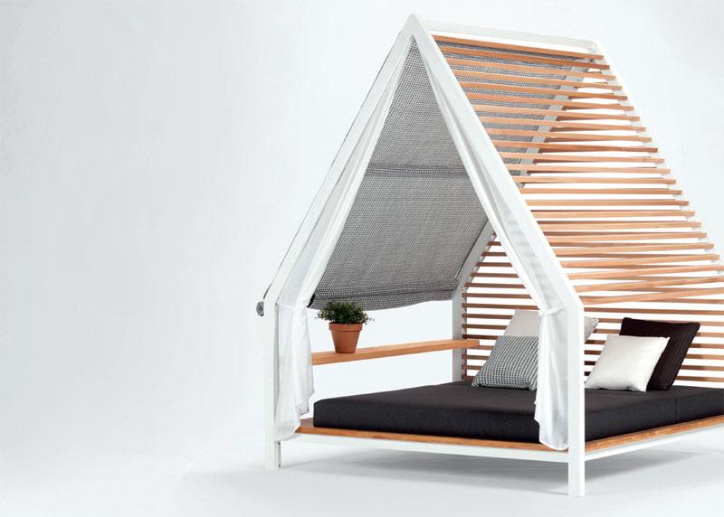 Патриция Уркиола создала коллекцию деревянных беседок Cottage для испанской мебельной марки Kettal