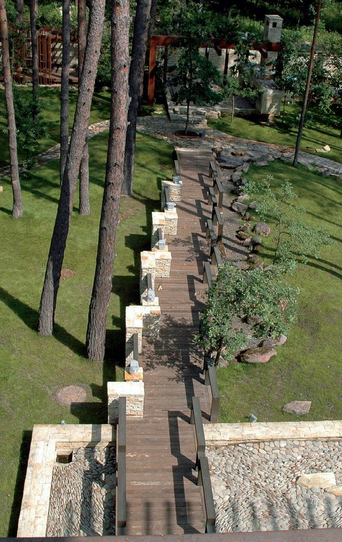 Деревянная дорожка (Фото: Оксана Джунь)