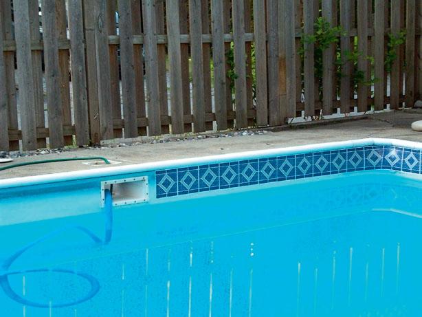 При скиммерной системе уровень воды должен быть на 10 см ниже скиммера (Фото: компания Водный мир)
