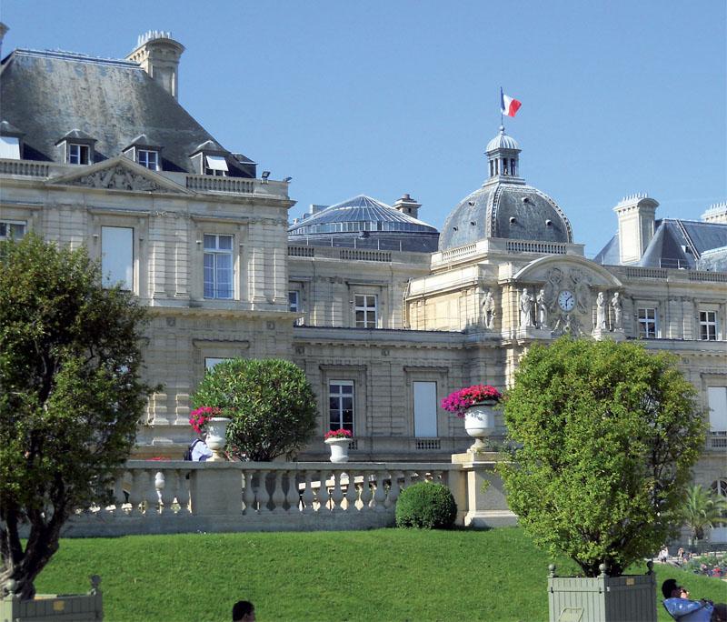 Люксембургский дворец (Фото: Ирина Кураколова, Ангелина Браславская)