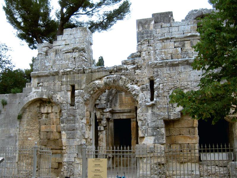 Храм Діани – самий таємничий пам'ятник Німа. Наукові суперечки з приводу його первісної функції не закінчилися і досі… 16 століть він був недоторканий, завдяки тому, що тут розташовувався монастир