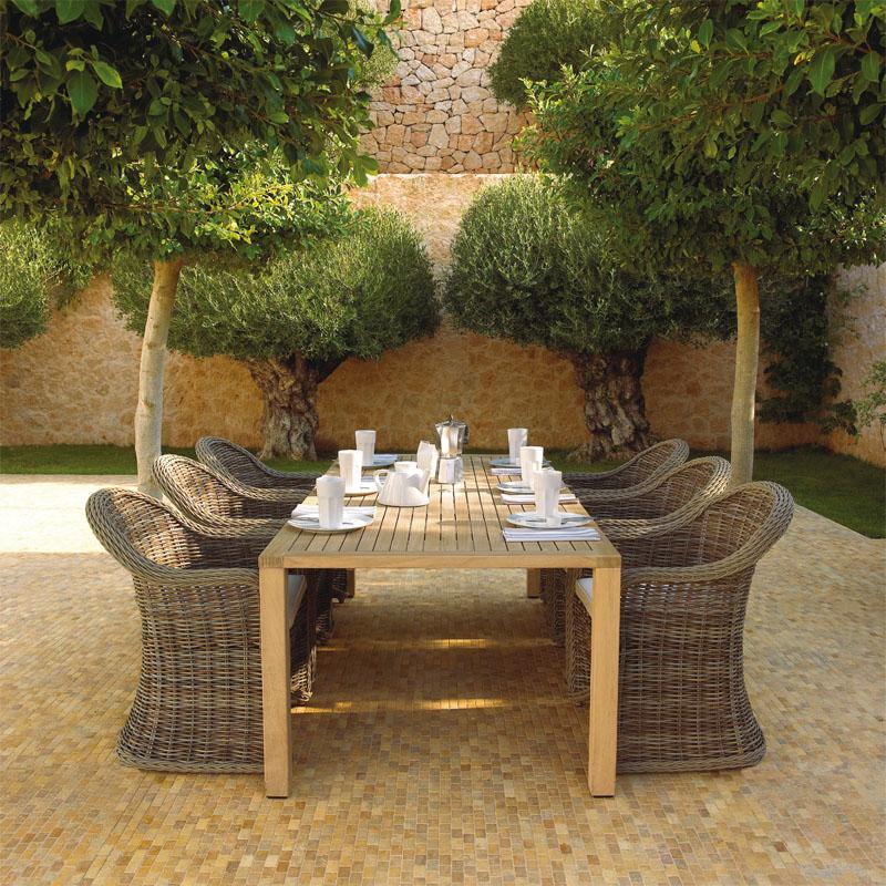 Мебель в саду (Фото: TEAK HILL)