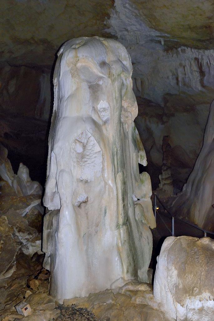 Сталагмит в Мраморной пещере