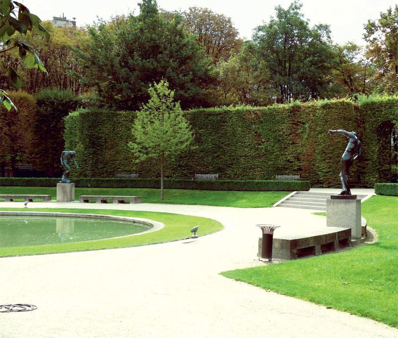 Статуи возле фонтана  (Фото: Юта Арбатская, Александр Прима)