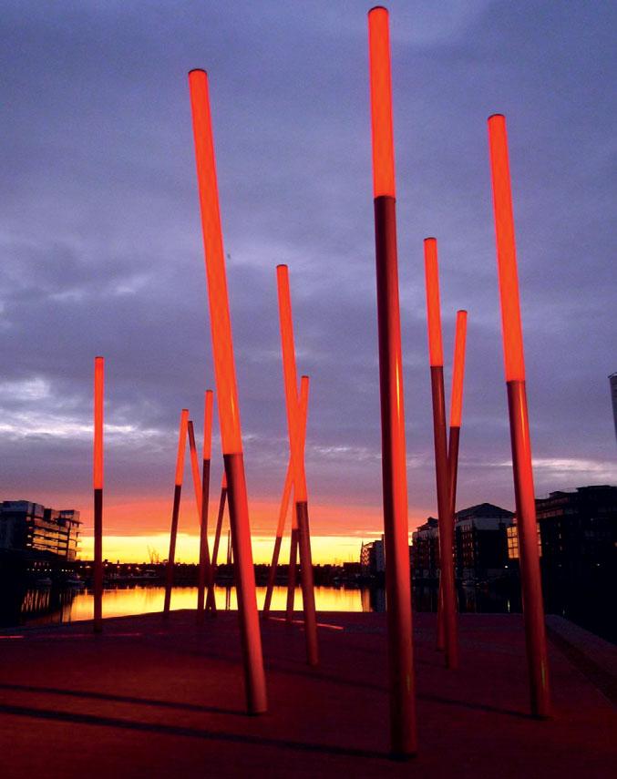 Светящиеся «колонны» на площади Граед Кэнел, Дублин (Ирландия). Бюро Martha Schwartz Partners
