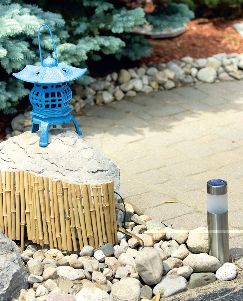 Особая конструкция крышки болларда дает возможность наполнить его любым видом покрытия (мелкими камнями, мрамором, асфальтом и т.п.)