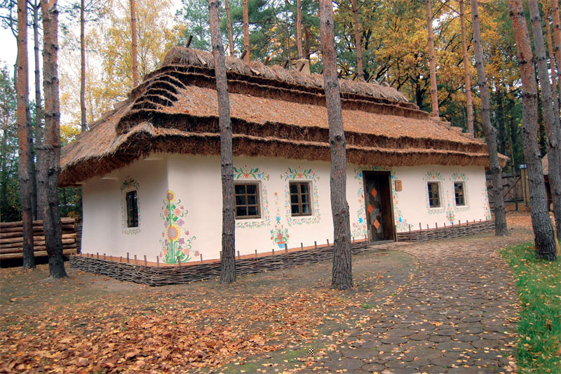 Большие и просторные хаты с диковинными узорами типичны для Подольского края