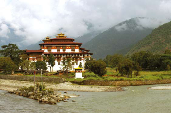 В королевстве Бутан в Гималаях счастье является валовым внутренним продуктом уровня общегосударственного значения