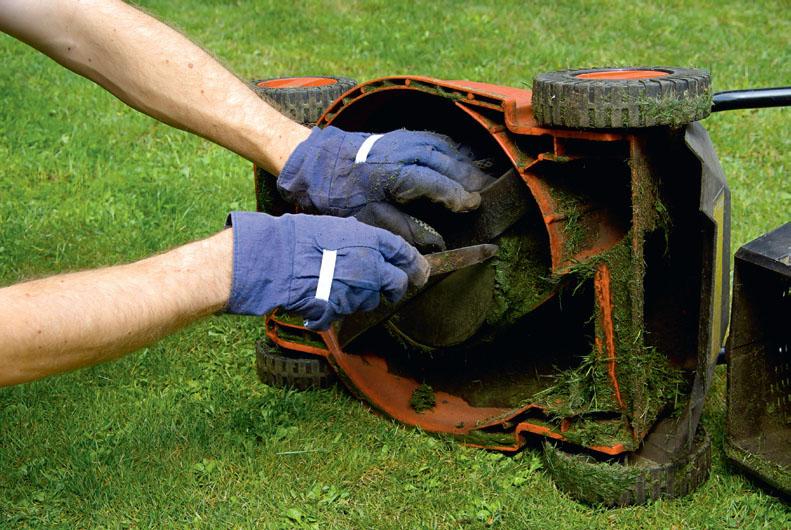 Очистка газонокосилки