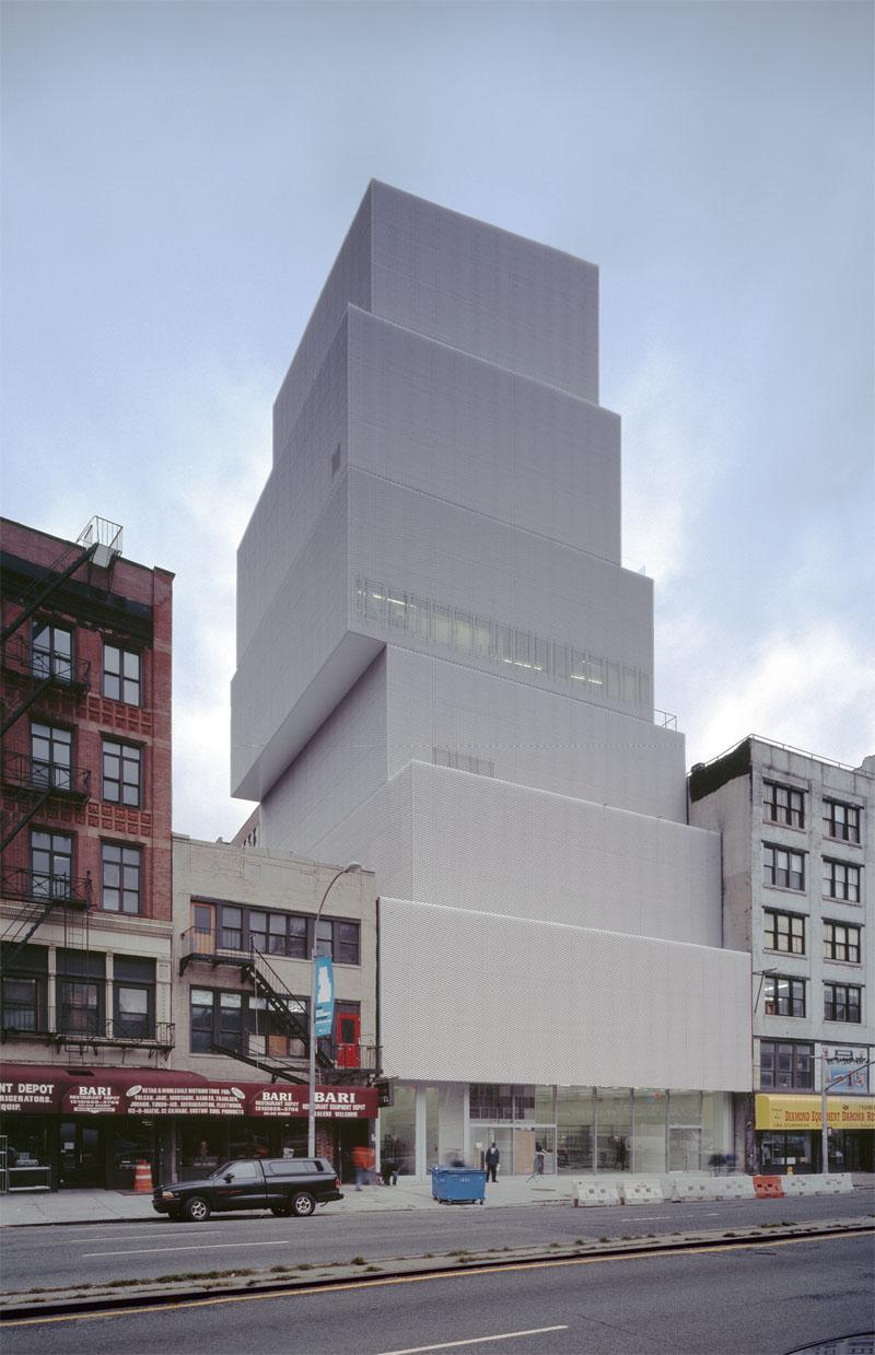 Славнозвісна «вежа з кубиків» Музею сучасного мистецтва в Манхеттені (Нью-Йорк, 2007) (Фото: Hisao Suzuki, Courtesy of SANAA)