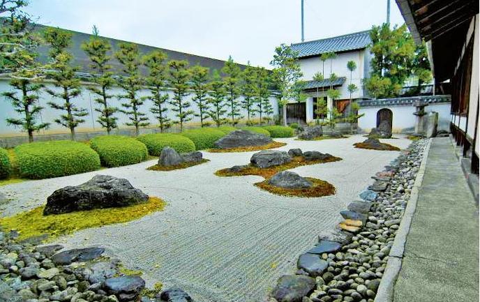 Сад камней символизируют Вселенную (Фото: А. Прокопов, А. Прима)