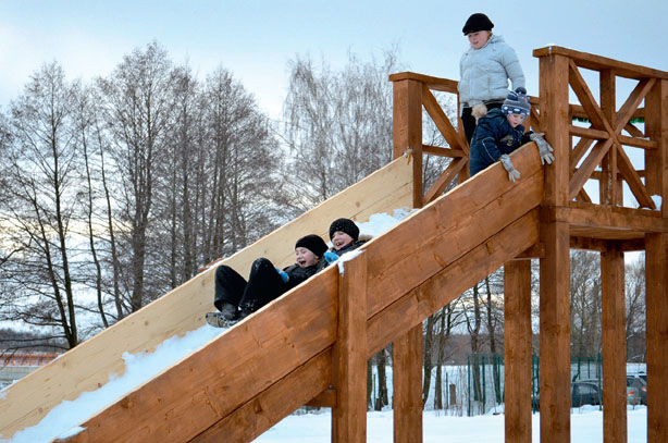 Детская площадка зимой