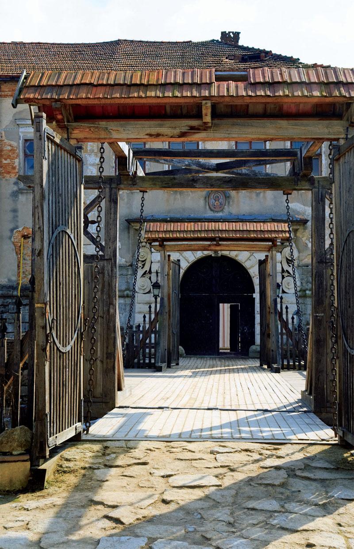 Ворота Золочевского замка