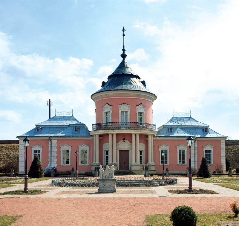Фасад Золочевского замка