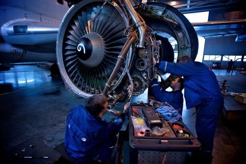 ремонт двигателя самолета