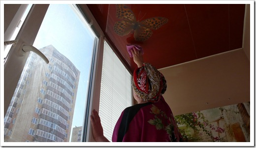 Сложности, которые возникают при очищении натяжного потолка