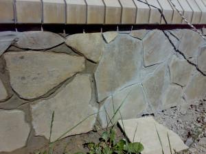 Отделываем загородный дом камнем