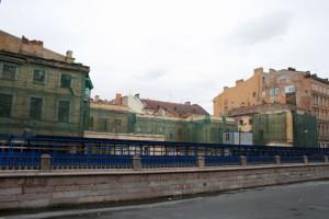 Постройка стены набережной