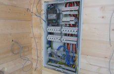 Помощь профессионального электрика в квартире