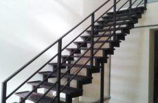 Прочная лестница для деревянного дома из стального углового проката