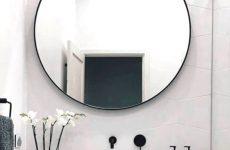 Красивый и стильный интерьер с зеркалом